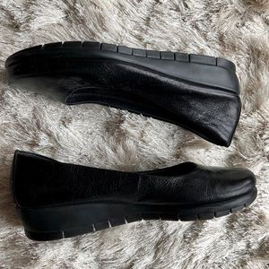 Aersoles Low Wedge Slip-On Shoe (7.5)